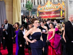 tina-fey-oscar-red-carpet