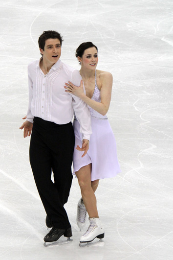Tessa_Virtue_and_Scott_Moir_at_2010_World_Championships_(5)